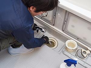 壁面・浴槽・排水口・床等の清掃